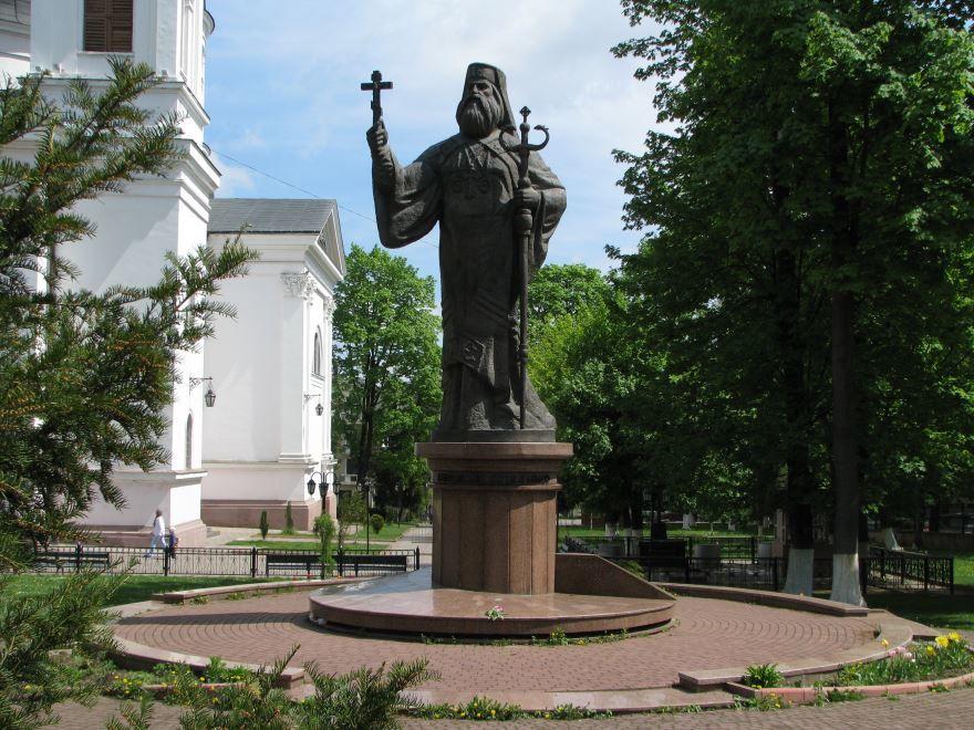 Памятник Гакману город Черновцы