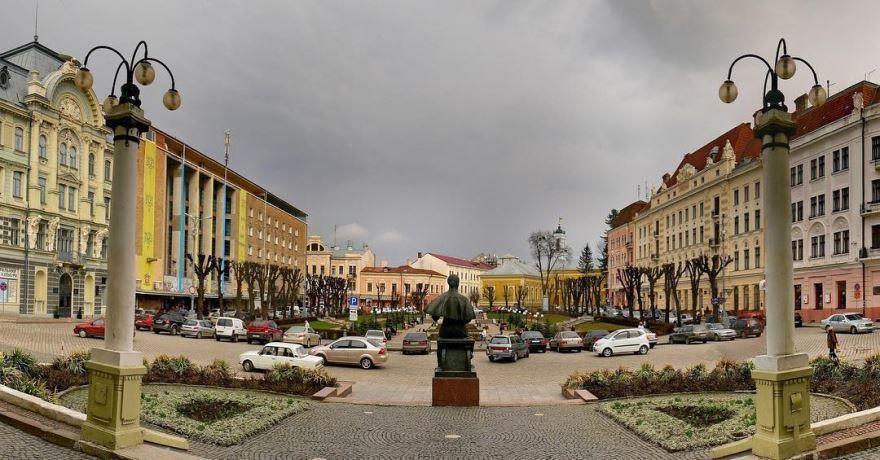 Театральная площадь город Черновцы