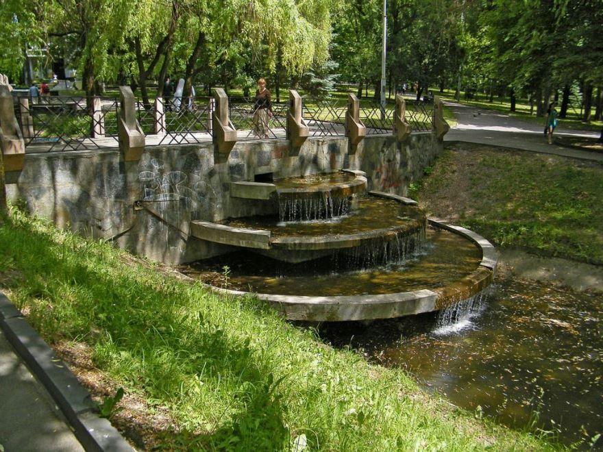 Водный каскад в парке город Ровно