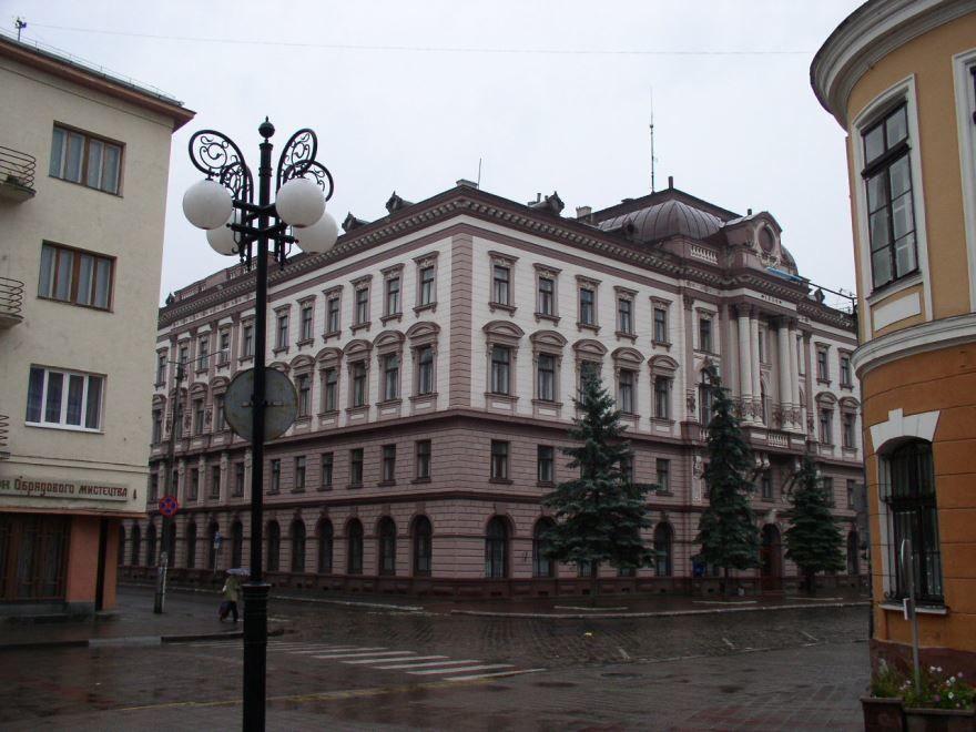 Скачать онлайн бесплатно лучшее фото города Ивано Франковск в хорошем качестве