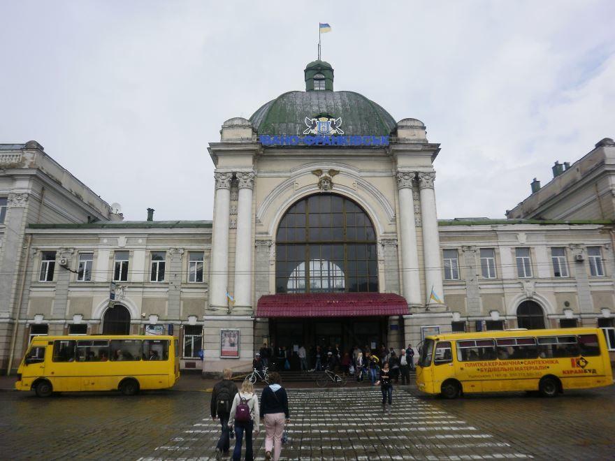 Железнодорожный вокзал город Ивано Франковск 2019