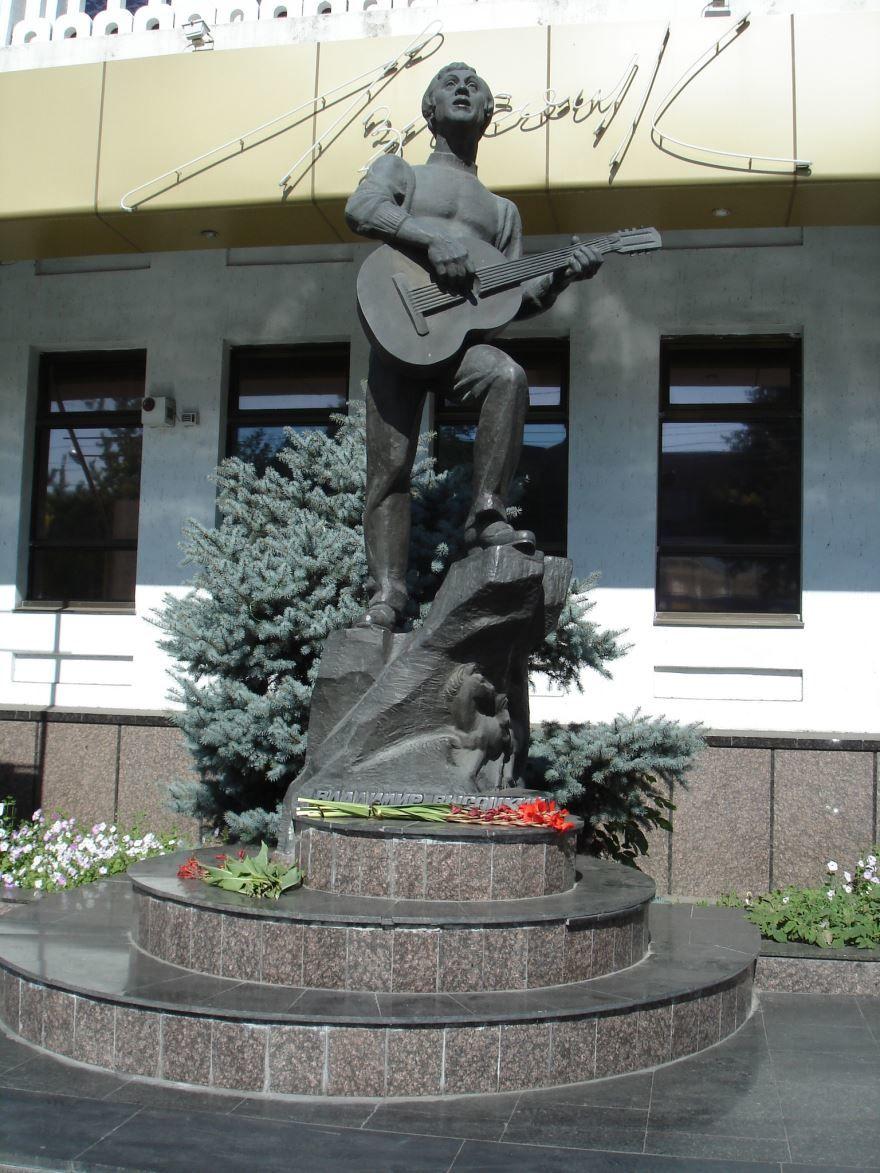 Памятник Высоцкому город Мелитополь