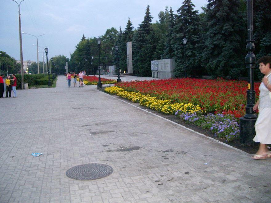 Смотреть красивое фото центральная аллея город Павлоград Украина