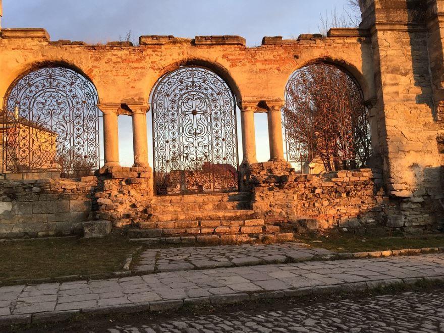 Скачать онлайн бесплатно лучшее фото с красивой архитектурой город Каменец Подольский в хорошем качестве