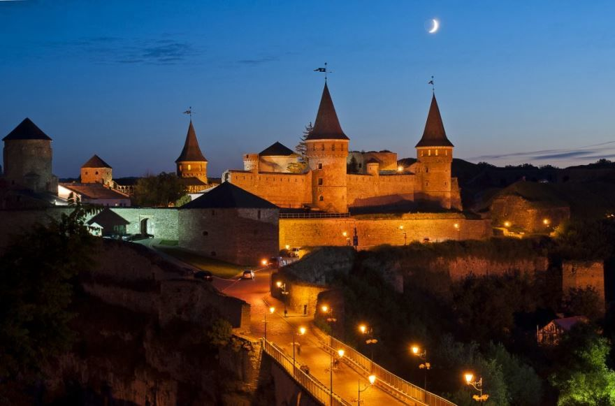 Старый замок ночное фото город Каменец Подольский