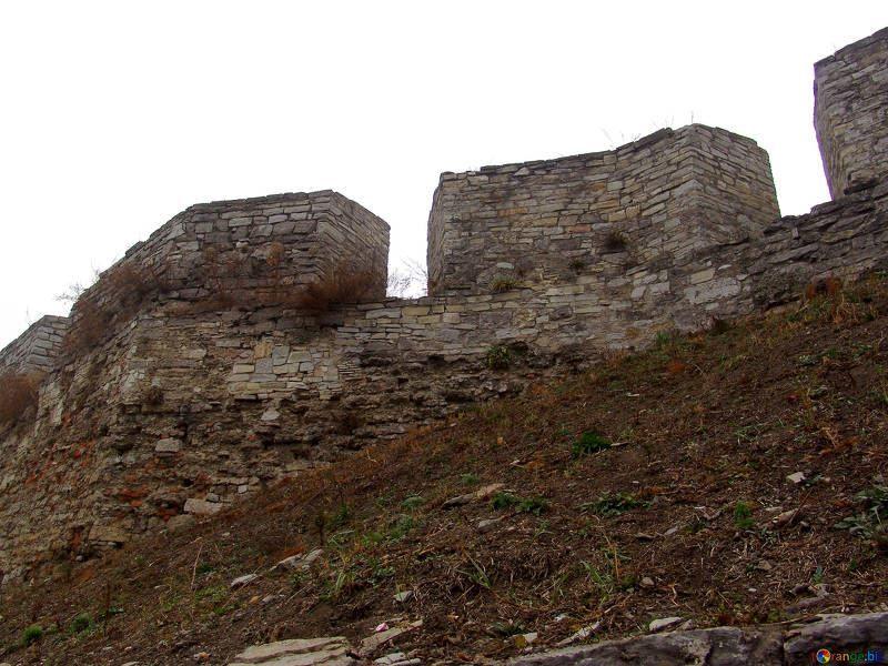 Внешняя стена древнего замка город Каменец Подольский