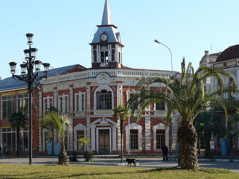 Смотреть красивое фото город Гудаута 2019 Абхазия
