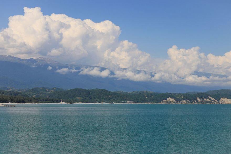 Вид на город Пицунда