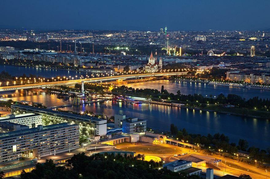 Ночное фото город Вена