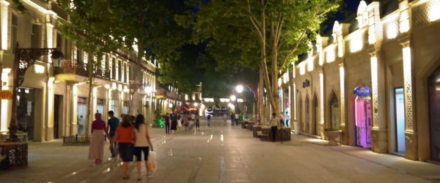 Улица города Гянджа 2018 Азербайджан