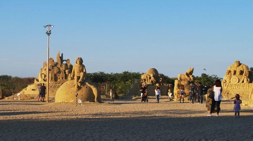 Фигуры из песка город Бургас Болгария