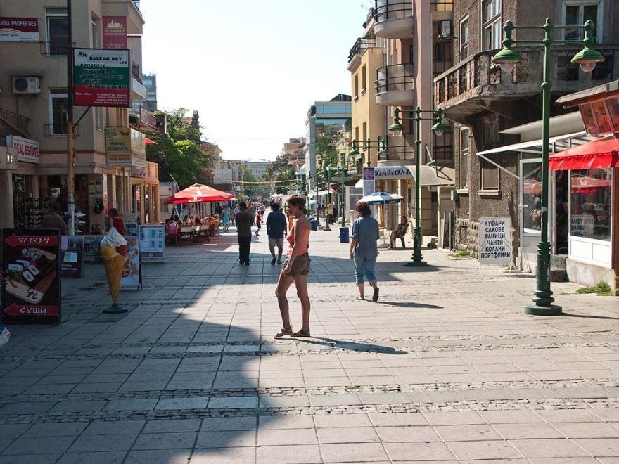 Скачать онлайн бесплатно лучшее фото улица города Бургас в хорошем качестве