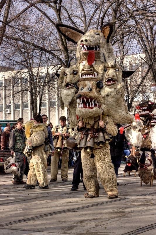 Смотреть красивое фото праздник в городе Перник Болгария