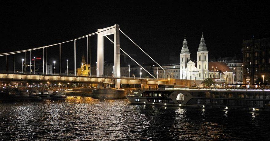 Ночное фото город Будапешт Болгария