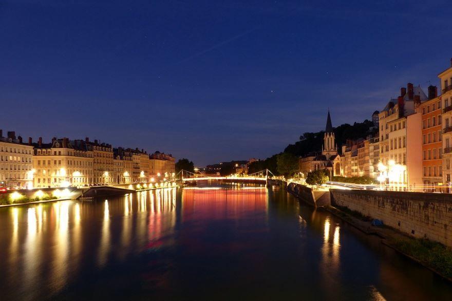 Ночное фото город Лион Франция