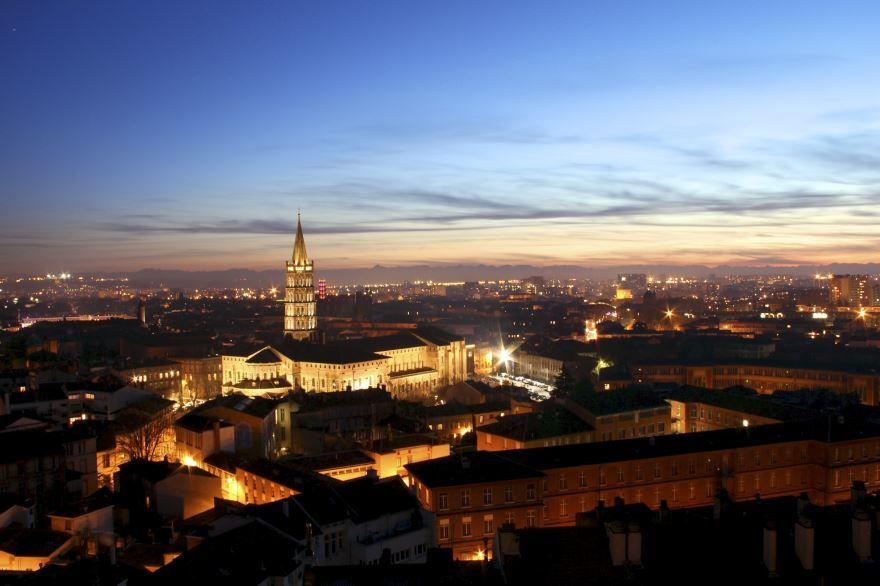 Ночное фото город Тулуза