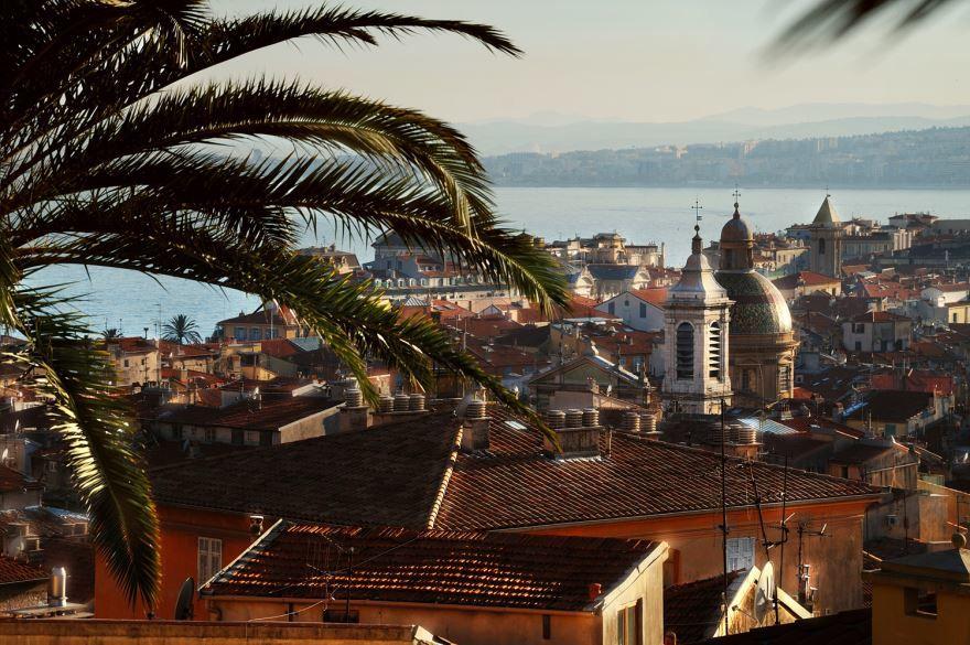 Вид на старый город Ницца и на Собор