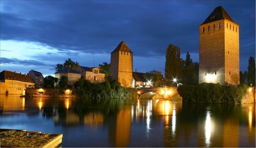 Ночное фото город Страсбург Франция