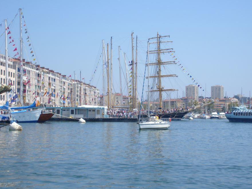 Порт город Тулон