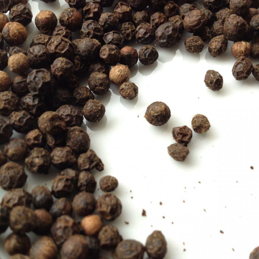 Фото и картинки черного перца, обладающего вредом и пользой
