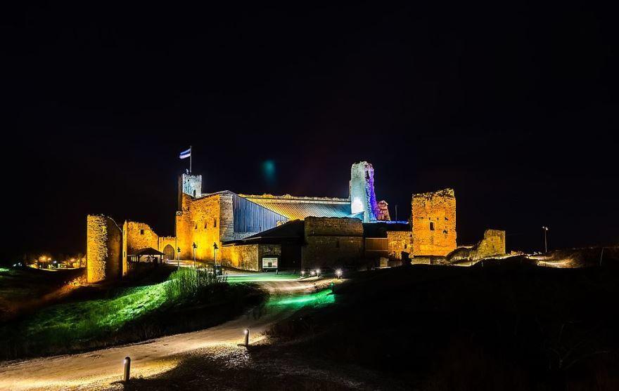 Ночное фото город Раквере