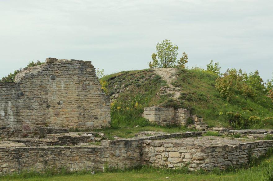 Развалины замка Лихула