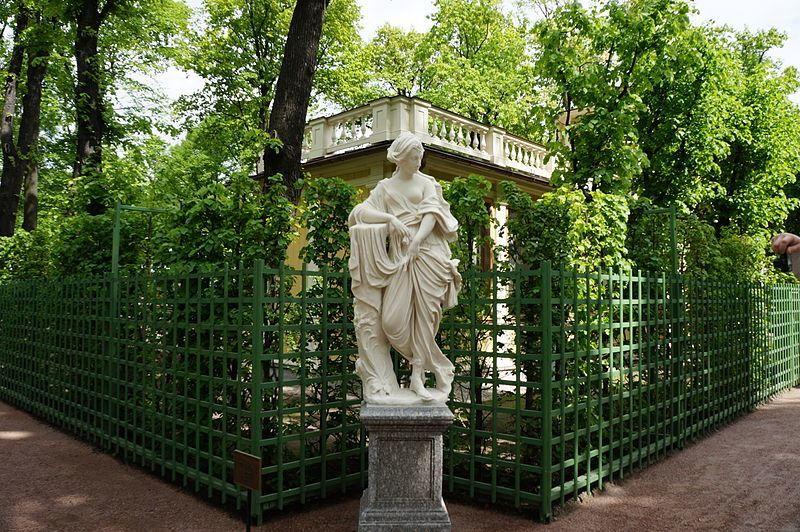 Статуя Нимфа Летний сад город Фландрия