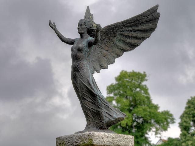 Статуя ангел город Монс