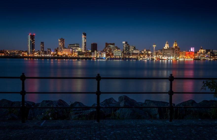 Ночное фото город Ливерпуль