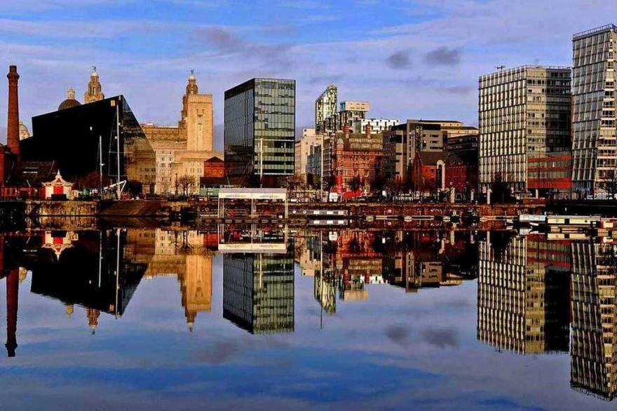 Скачать онлайн бесплатно лучшее фото город Ливерпуль в хорошем качестве