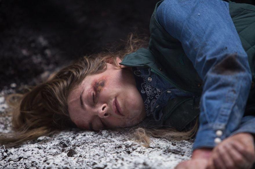 Смотреть бесплатно постеры и кадры к фильму Логово монстра онлайн