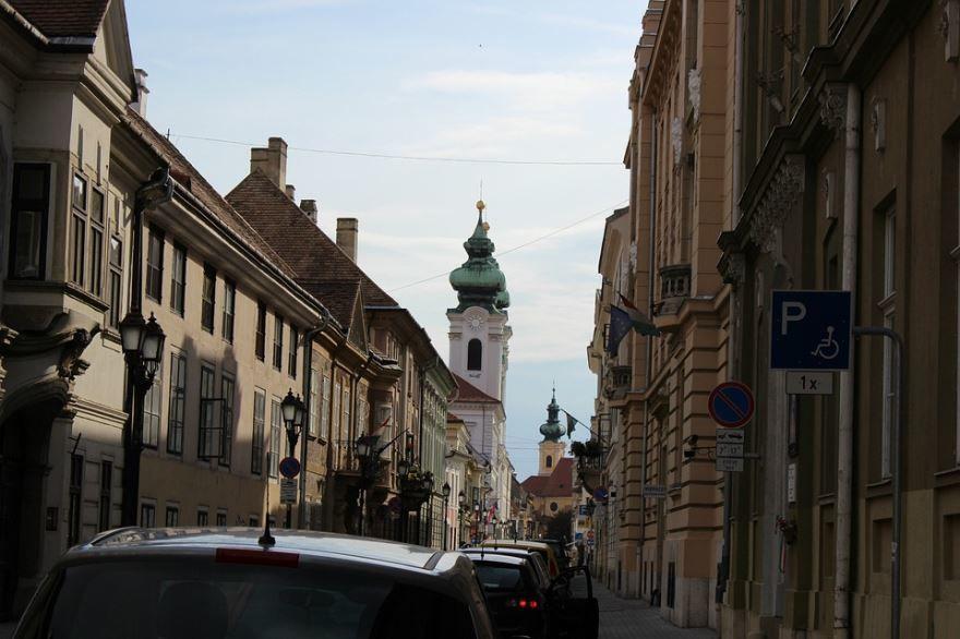 Скачать онлайн бесплатно лучшее фото города Дьер в хорошем качестве