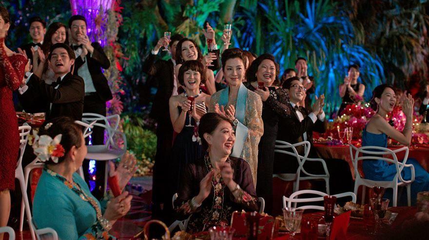 Смотреть бесплатно постеры и кадры к фильму Безумно богатые азиаты  онлайн