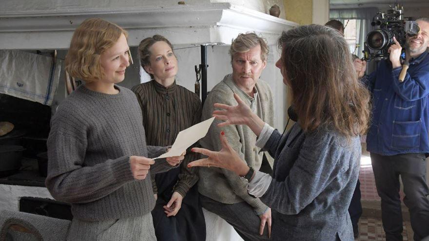 Смотреть бесплатно постеры и кадры к фильму Быть Астрид Линдгрен онлайн