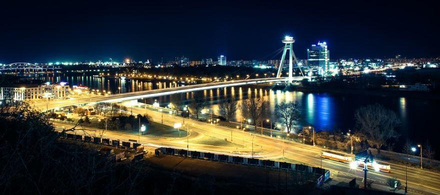 Ночное фото город Братислава Словакия