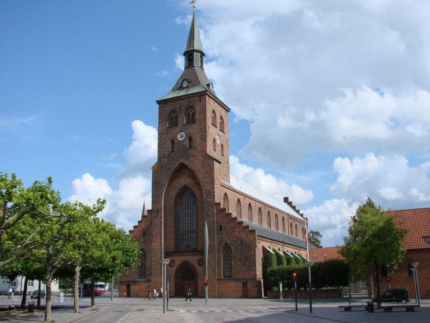 Кафедральный собор город Оденсе Дания