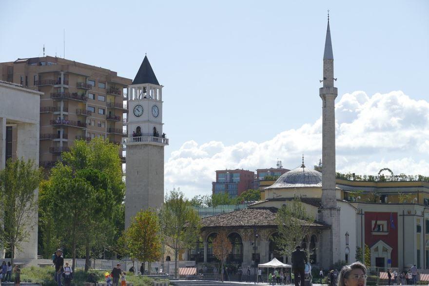 Вид на город Тирана