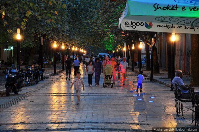 Улица город Тирана Албания