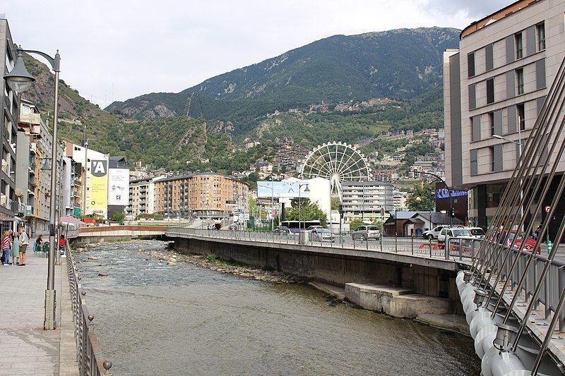Горная река Валира город Андорра-ла-Велья