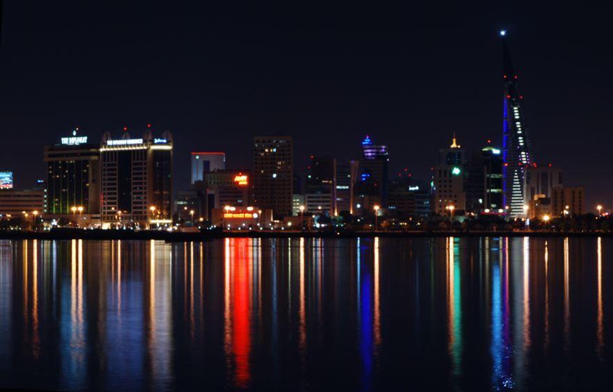 Ночное фото города Манама Бахрейн