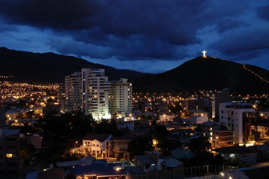 Ночное фото города Кочабамба Боливия