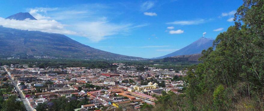 Скачать онлайн бесплатно лучшее фото панорама города Гватемала в хорошем качестве