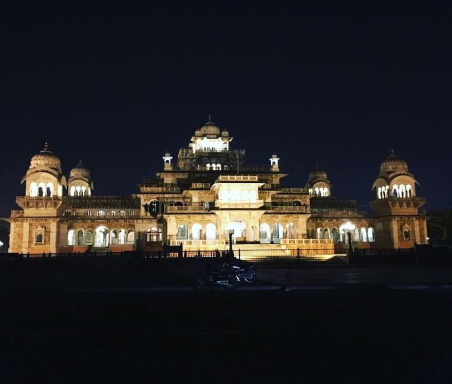 Ночное фото город Джампур