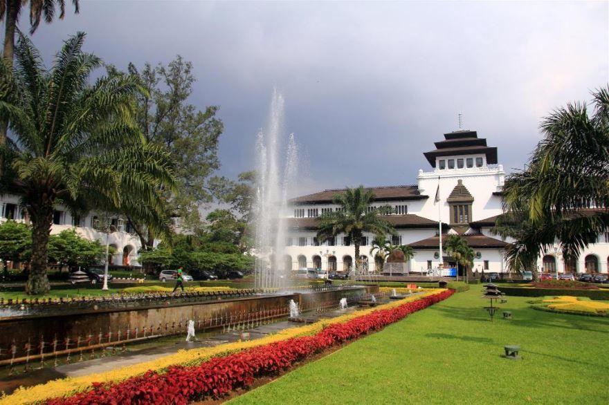 Смотреть красивое фото города Бандунг Индонезия