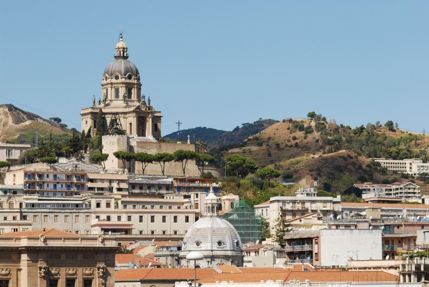 Вид на город Мессина Италия