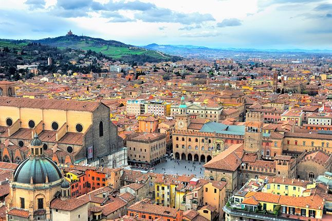 Панорама город Болонья