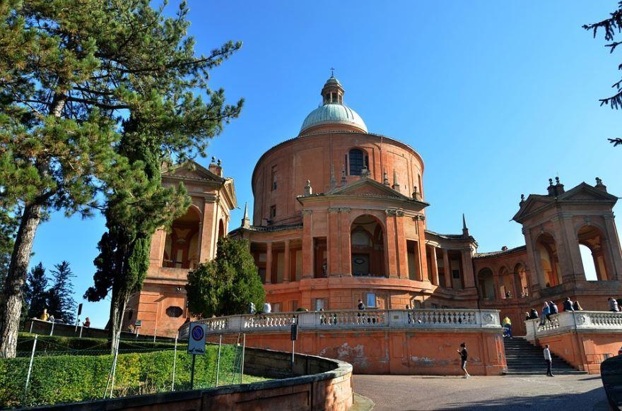 Базилика Святого Луки город Болонья