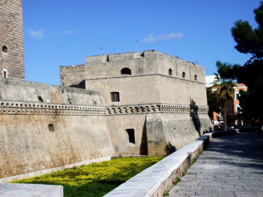 Замок город Бари