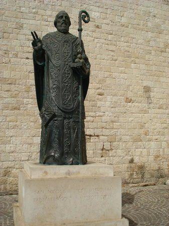 Скульптура Святого Николая Чудотворца