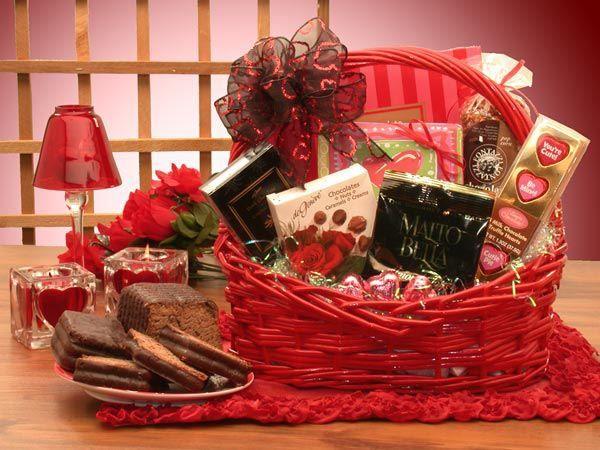 Какой подарок на 14 февраля девушке можно подарить